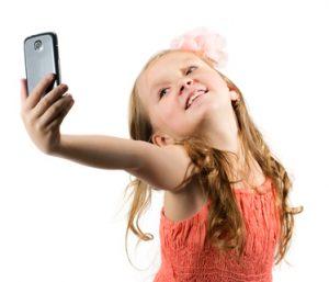 narcizam djevojcica selfie fotolia