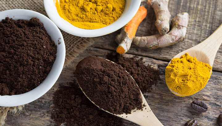 Mixing turmeric into coffee can reduce inflammation in the body