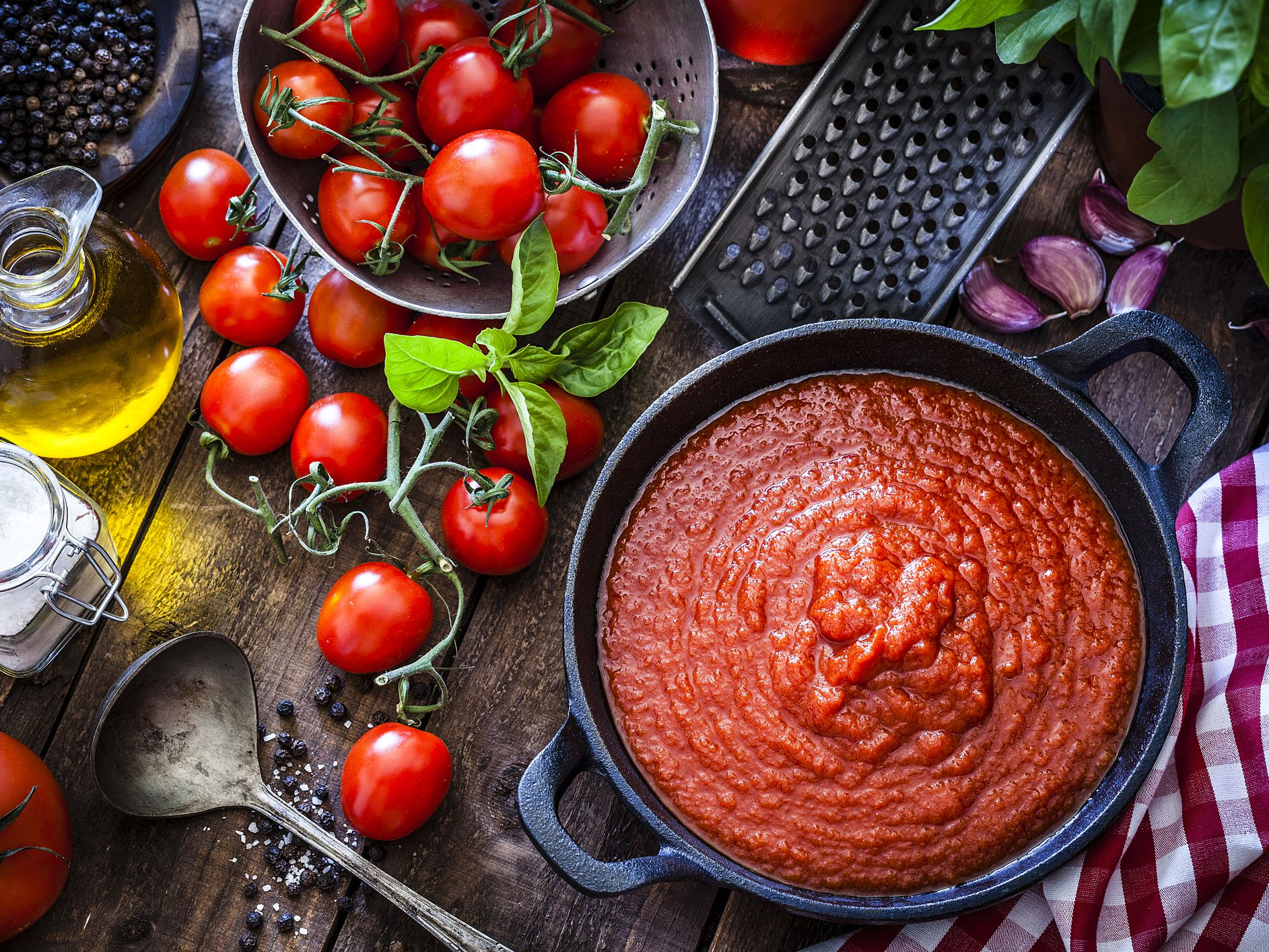 Tomatosauce GettyImages 961510860 5bf1b483c9e77c0051a18f5c
