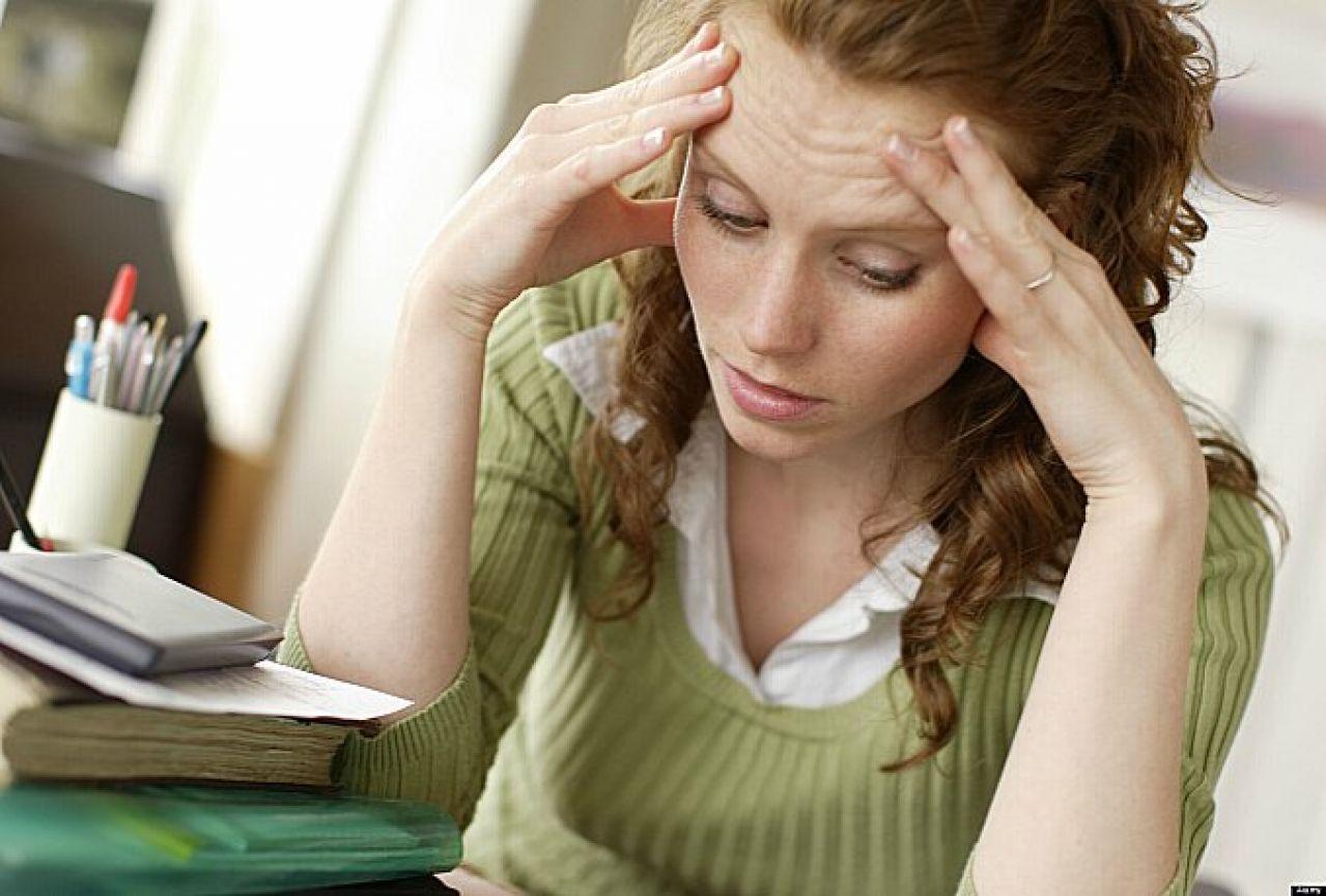 stres zena glava